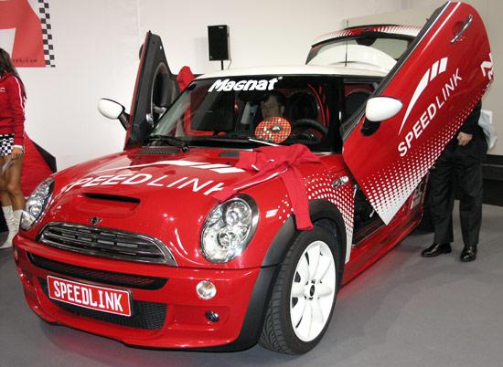 Прямой репортаж с CeBIT 2008: девушки и машины