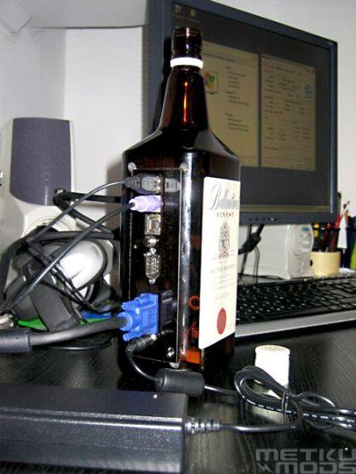 Компьютер, встроенный в бутылку из-под виски