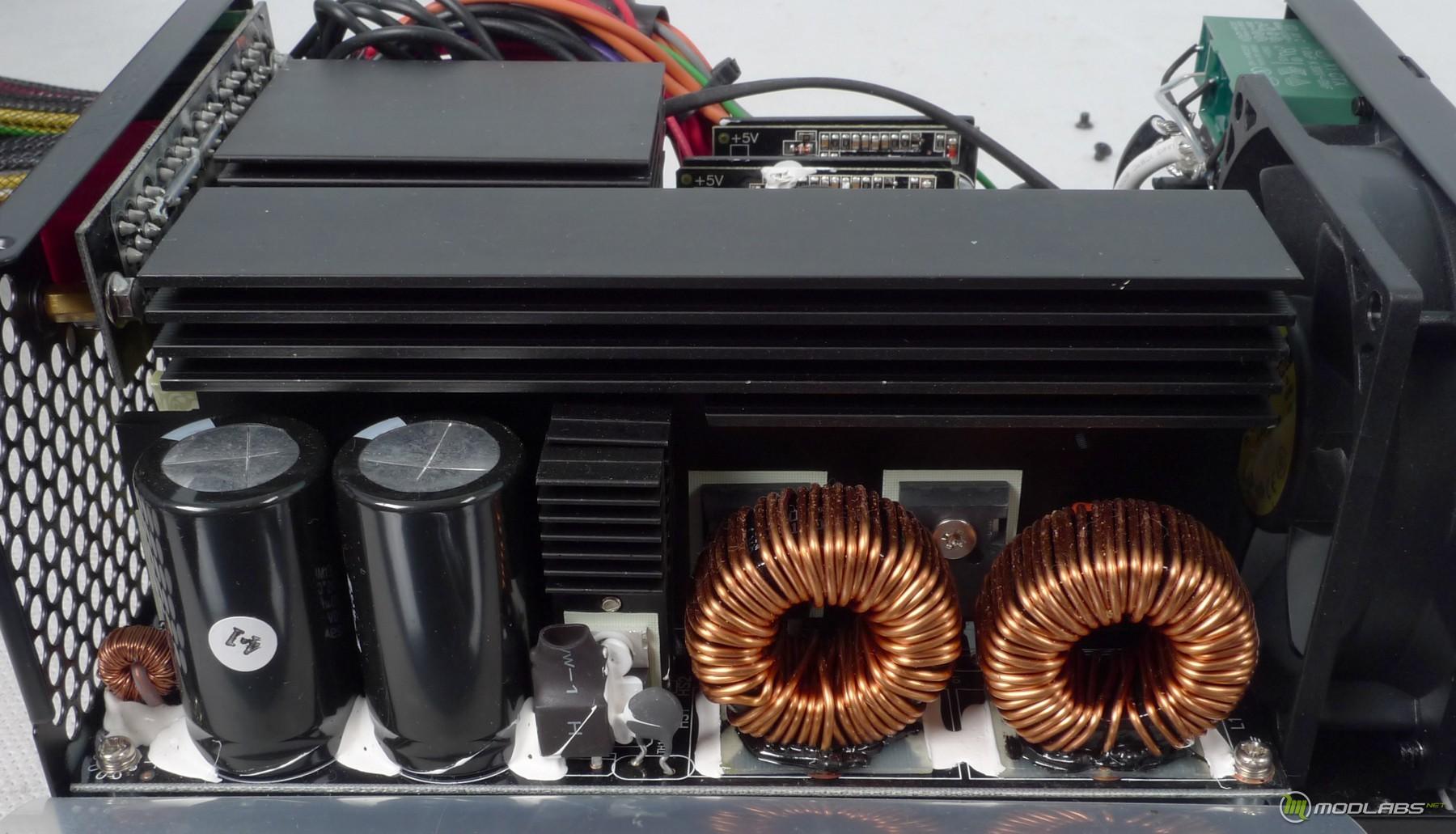Блок питания Antec Truepower Quattro 1200W Overclocking Edition выполнен по популярной схеме с двумя параллельно...